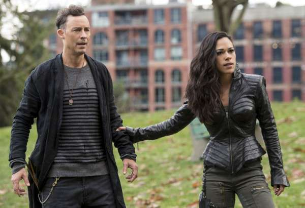 the-flash-season-3-jessica-camacho-tom-cavanagh-01-600x411