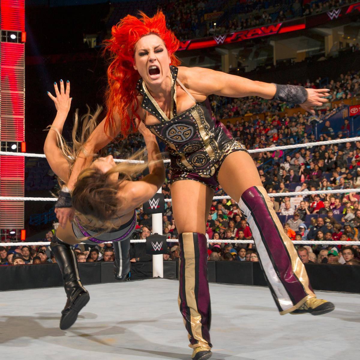 Becky-Lynch-Monday-Night-RAW-Gears-Gold-Purple
