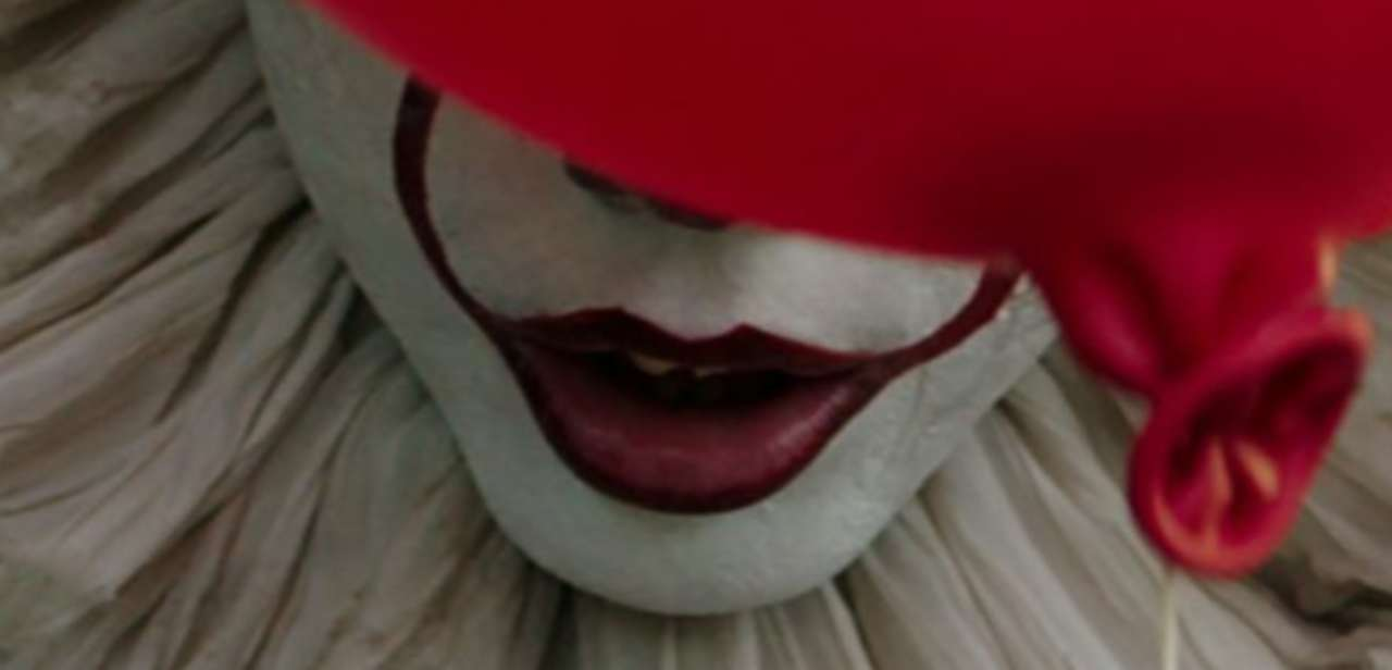 New Hi Res Images From Stephen King S It Feature Pennywise