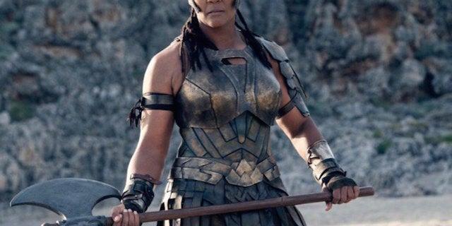 Ann-Wolfe-as-Artemis-in-Wonder-Woman
