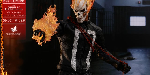 Hot Toys - AOS - Ghost Rider collectible figure_PR11