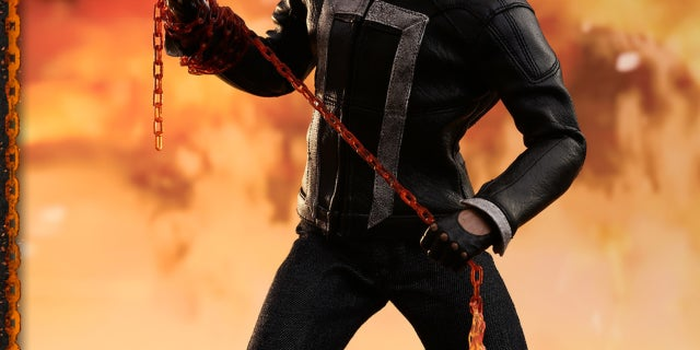 Hot Toys - AOS - Ghost Rider collectible figure_PR5