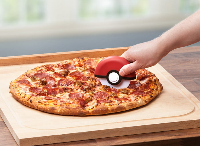jnup poke ball pizza cutter inuse