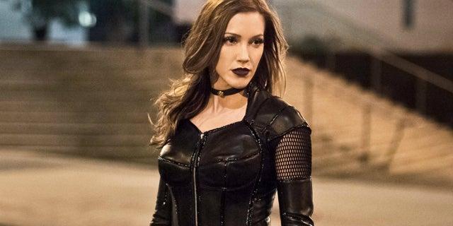 Katie-Cassidy-Arrow-Black-Siren