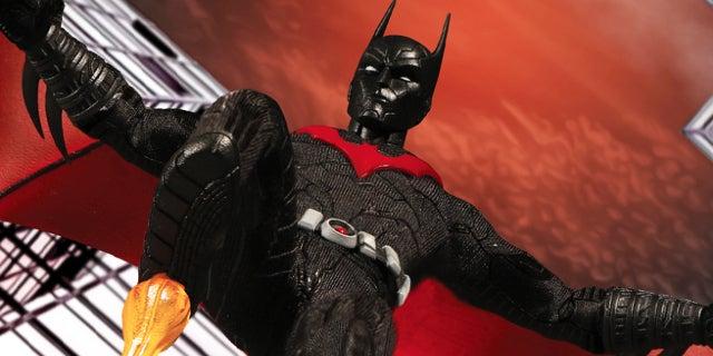 batman beyond mezco figure