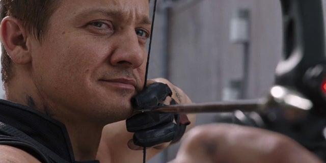 Jeremy Renner Hawkeye Mohawk Avengers 3 4 Infinity War