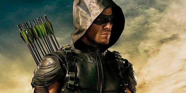 arrow-new-costume-trick-arrow-stephen-amell