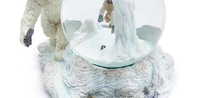 jtuq_sw_wampa_cave_snow_globe_detail
