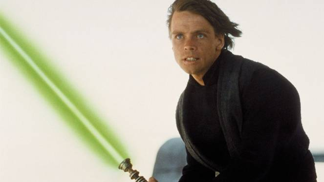 star-wars-the-last-jedi-luke-skywalker-lightsaber