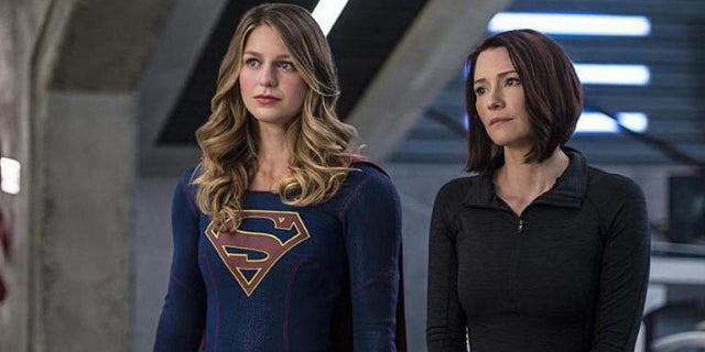 supergirl arrowverse crossover