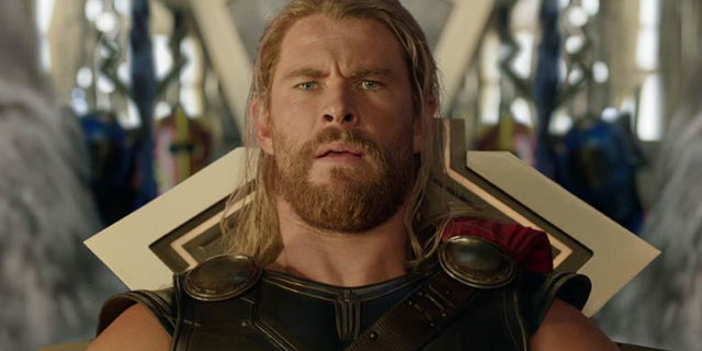 thor ragnarok chris hemsworth sweat