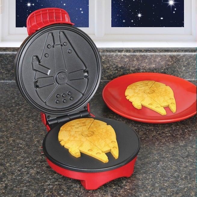 millennium-falcon-waffle-maker