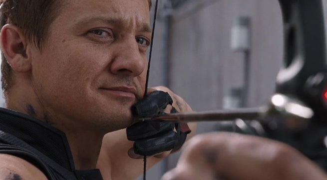 avengers-4-set-photo-jeremy-renner-hawkeye-costume
