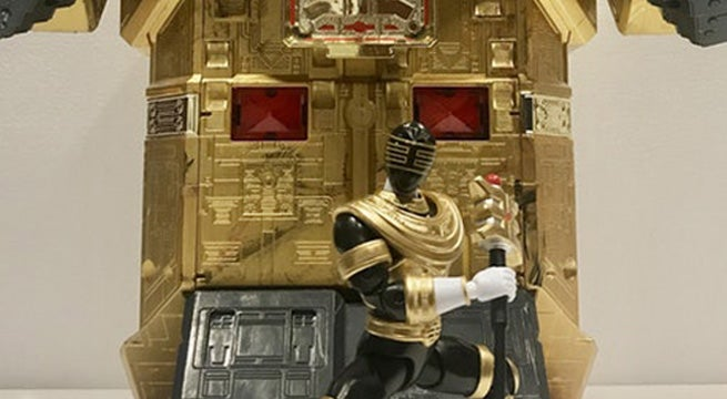 Gold-Ranger-Figure-Pyramidas
