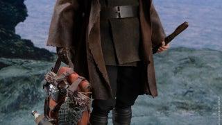 Hot Toys The Last Jedi Luke Skywalker Figure
