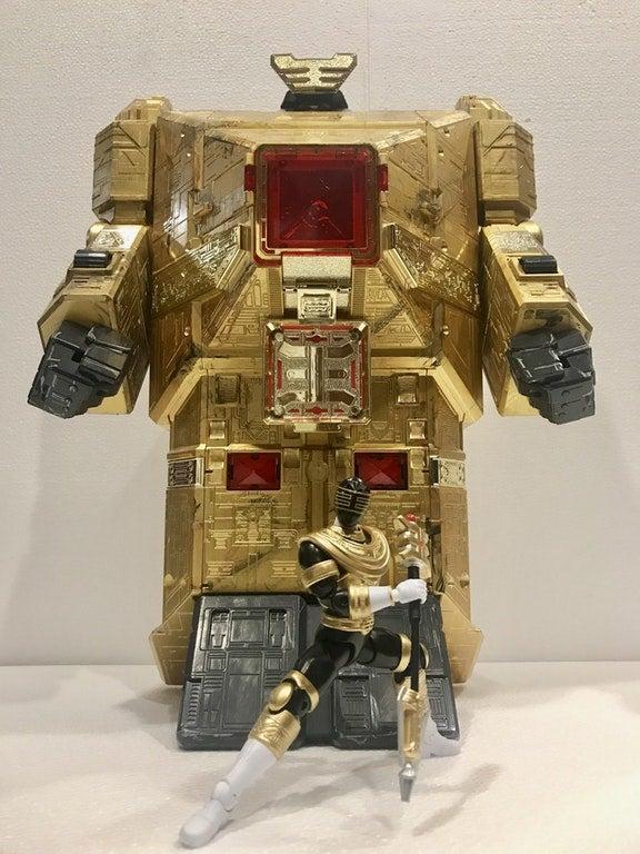 Legacy-Gold-Ranger-Figure-Pyramidas