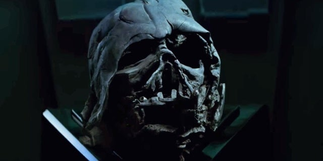 star-wars-the-last-jedi-where-is-vaders-helmet