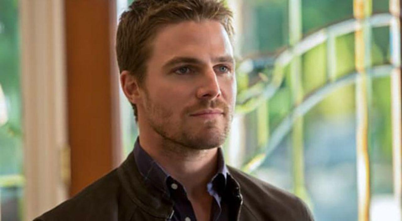 Arrow Stephen Amell Teases A Heavy Ollie Episode