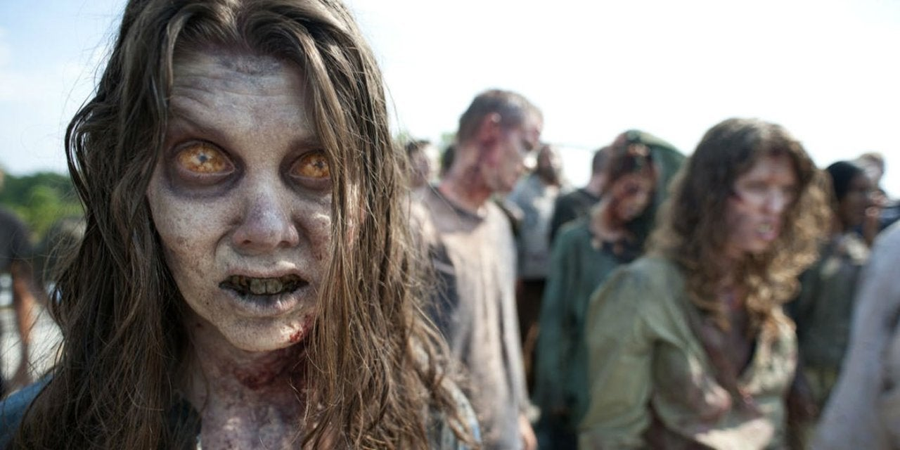 walking-dead-zombie-walker-eye-blinks