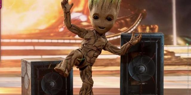 hot-toys-life-size-groot-figure-top