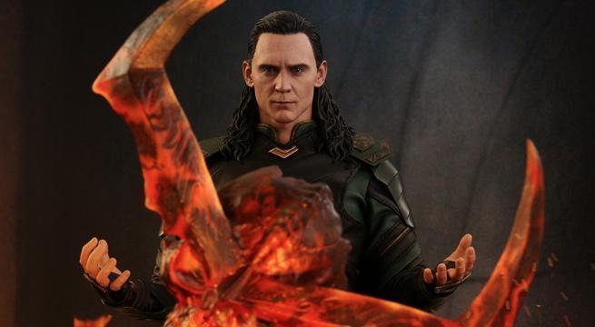 hot-toys-thor-ragnarok-loki-figure-top