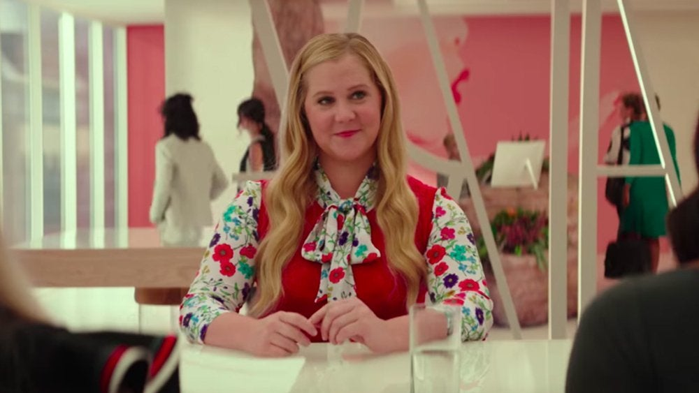 """I feel pretty """"title ="""" I feel pretty """"height ="""" 507 """"width ="""" 900 """"daten-item = """"1103836"""" /> </p> <p>  <strong> Opening Weekend <br /></strong><strong>  Friday: </strong> $ 6.4 million <br /><strong>  Weekend: </strong> $ 15.8 million </p> <p>  A woman with daily feelings of insecurity and inadequacy struggles, suddenly wakes up and thinks she's suddenly the most beautiful and capable woman on the planet. With this newfound confidence, she is able to live her life fearlessly and immaculately, but what happens when she sees her looks?  </p> <p><em>  I Feel </em><em>  Pretty </em> is directed by Abby Kohn and Marc Silverstein, both of whom make their directing debuts. Film stars Amy Schumer, Michelle Williams, Emily Ratajkowski, Rory Scovel, Aidy Bryant, Busy Philip, Tom Hopper, Naomi Campbell and Lauren Hutton. </p><div><script async src="""