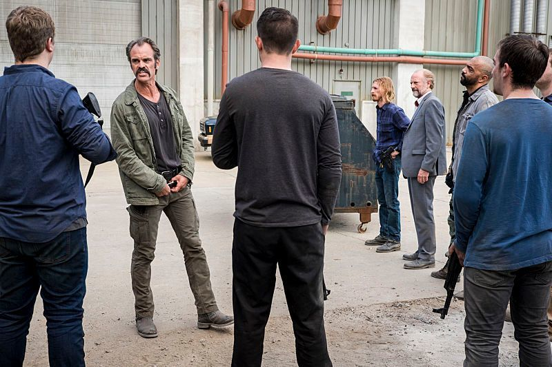 twd_savior_yard_815 &quot;title =&quot; twd_savior_yard_815 &quot;height =&quot; 533 &quot;width =&quot; 800 &quot;data-item =&quot; 1097745 &quot;/&gt;<figcaption> (Photo: Gene Page / AMC)</figcaption></figure><p> What Simon is trying to do in the photography is something no one knows.As Negan had planned to keep his arrival secret, the character might think he is still in charge of the group, as they believe his Negan lie dead after the encounter with Rick on the road makes a couple of episodes.</p><p> The 8&#215;15 episode is titled, &quot;Worth It.&quot; Worth&#39;s official synopsis says: &quot;With the menace of the saviors still peeking out, Aaron continues to look for allies; Daryl and Rosita take action and face an old friend. &quot;</p><p> AMC released 32 photos of the episode in total, which can be seen in the gallery below!</p><script async src=