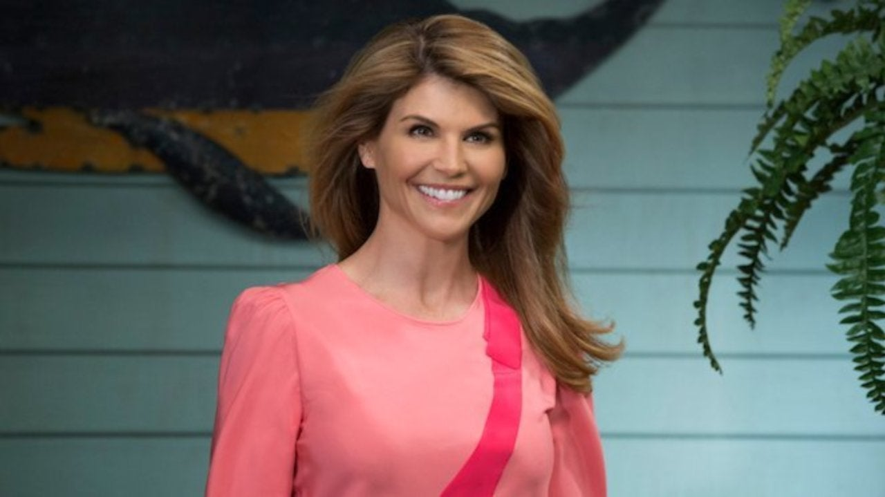 fuller house star lori loughlin shares behind the scenes look at