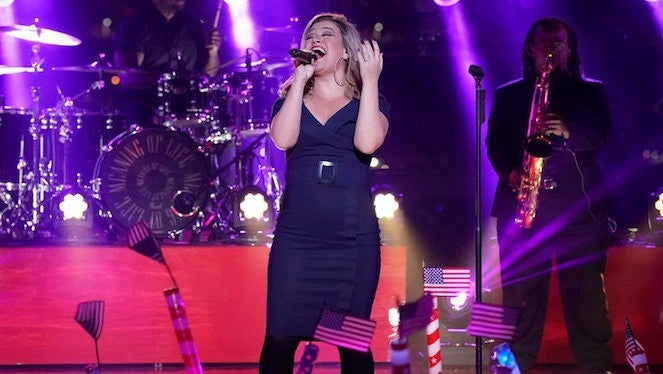 kelly-clarkson-macys-fourth-of-july-fireworks-special-NBC-Virginia-Sherwood