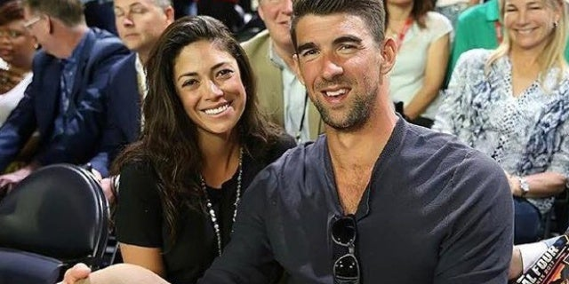 michael-phelps-wife-pregnant-20011108