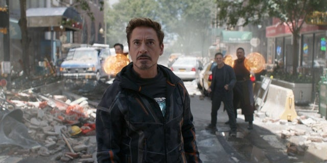 'Avengers: Infinity War' Fan Asks Important Question About Iron Man's Phone
