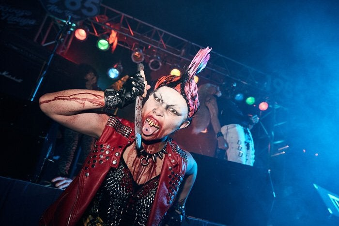 17_Vamp 85 New Year's Eve Scare Zone_HHN2018