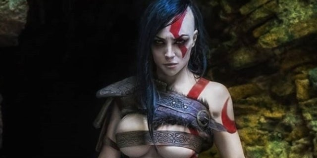 Female 'God of War' Cosplayer Crushes This Kratos Cosplay