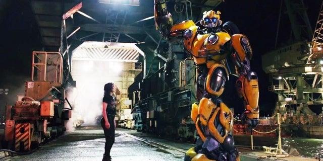 Bumblebee-Movie-Charlie-Victory-Pose