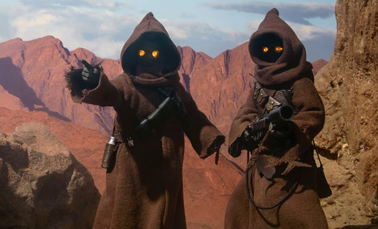 Star Wars: Mark Hamill Reveals What's Underneath a Jawa's Hood