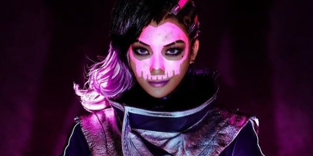 'Overwatch': Sombra Is Definitely Online In This Cosplay