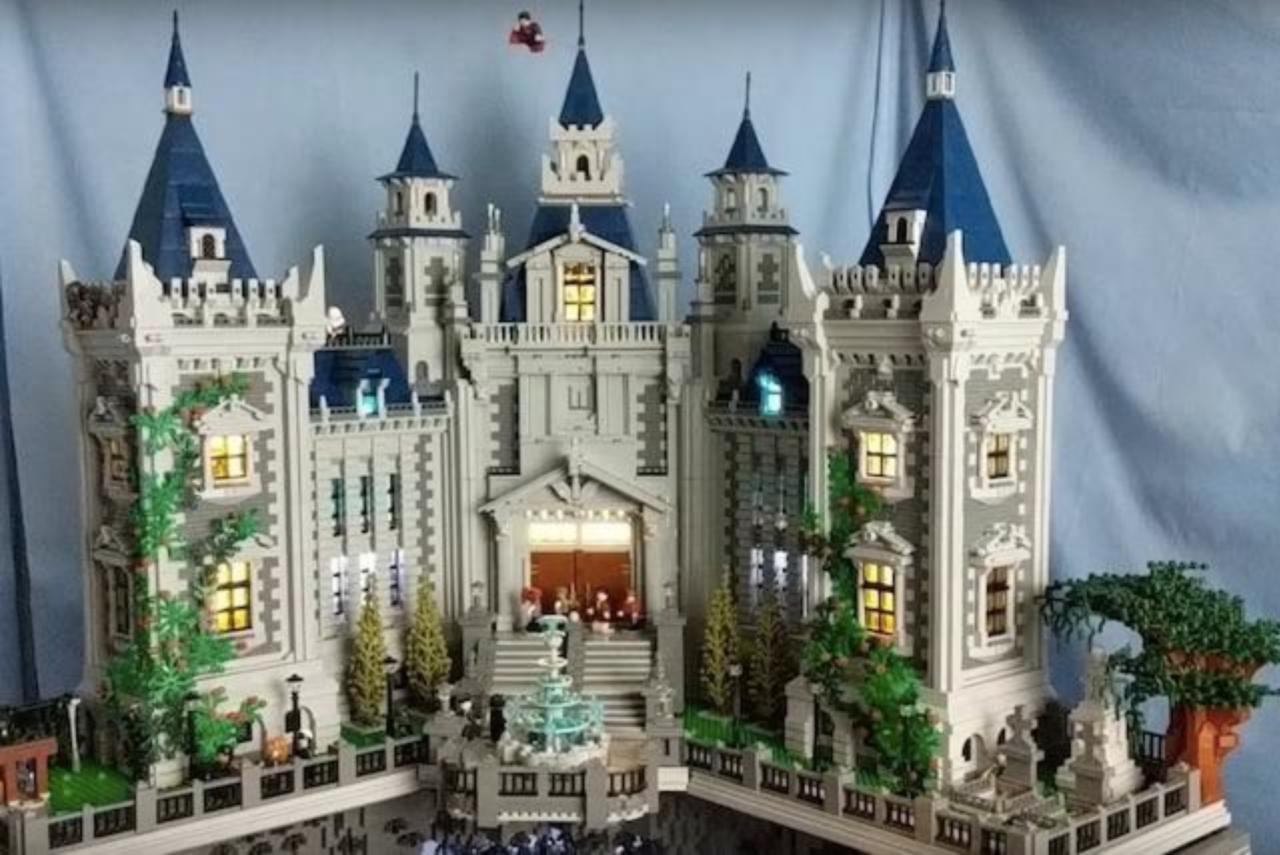 lego-wayne-manor-incredible-detail-11471
