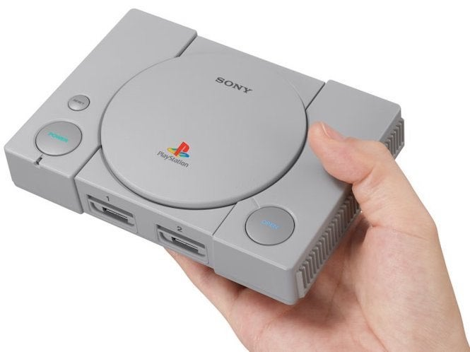"PlayStation Classic ""title ="" PlayStation Classic ""height ="" 498 ""width ="" 665 ""data item ="" 1146034 ""/> [19659004] Let's face it, the PlayStation Classic console was a bit of a disappointment, but it's not without its merits. That's what Sony was not particularly concerned about with security, so it's very easy to hack. all kinds of retro gaming possibilities that make this console worth a second look. However, Amazon may have just made it a must-buy for PlayStation fans and collectors thanks to a pretty fantastic deal. </p> <p> At the time of writing, you can Get a Sony PlayStation Classic on Amazon with an instant 25% discount and a bonus $ 25 Amazon gift card. That effectively drives the price down to only $ 50 ̵<div class="