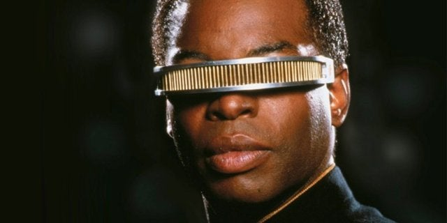 Star Trek's LeVar Burton Tweets Support for Fan Who Wore Starfleet Hijab to Comic-Con