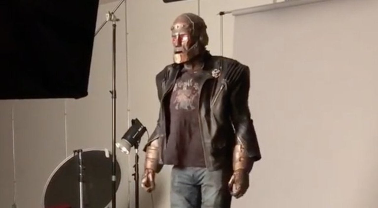 Titans Actor Posts New Video Showing Off Robotman Costume
