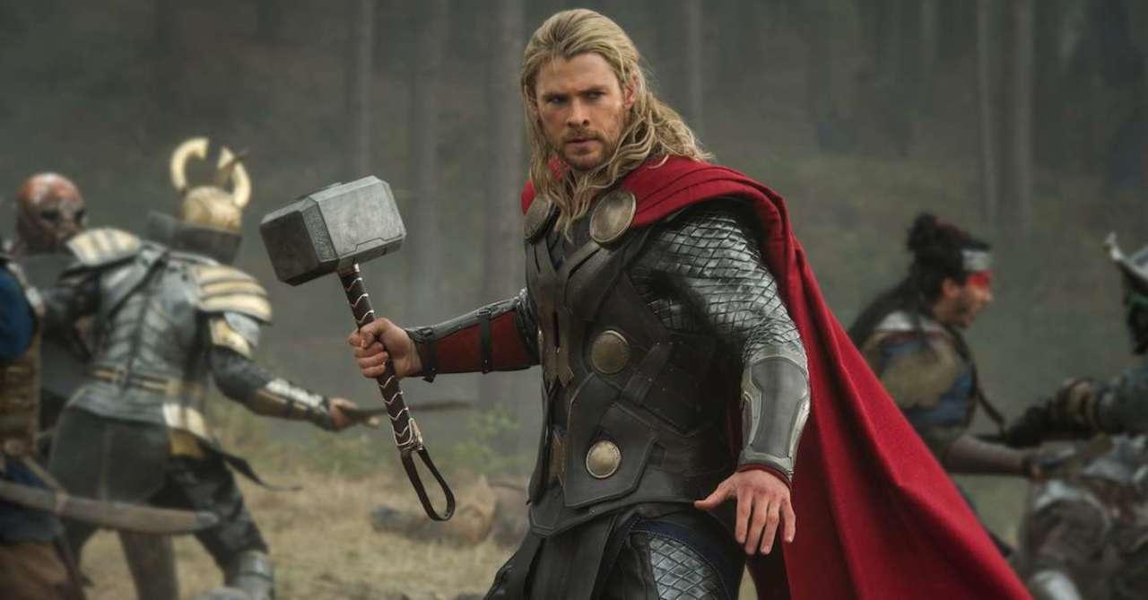 Marvel Star Chris Hemsworth Shows Off His New Cape