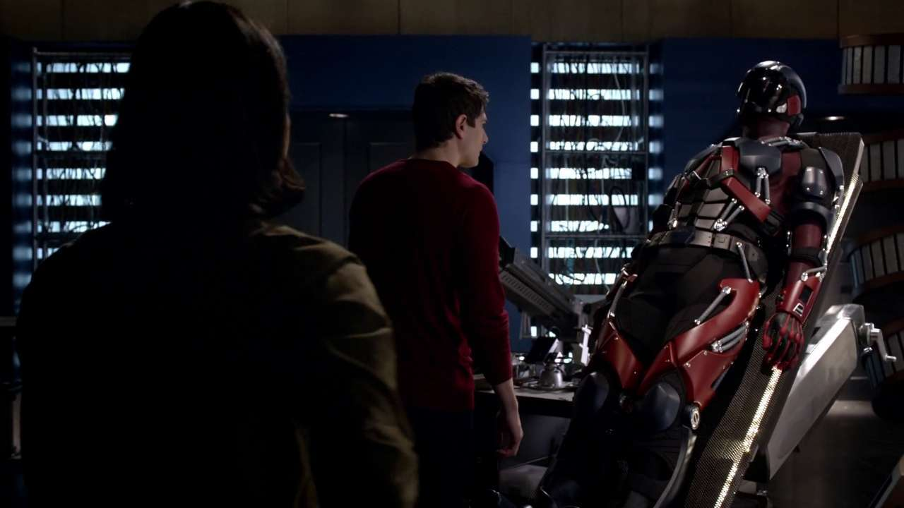 Cisco_and_Ray_discussing_ways_to_fix_the_Atom_suit