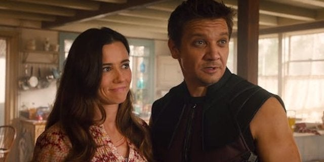 Hawkeye Family Snap Avengers