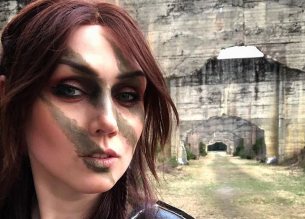 How to bring aela the huntress back to life