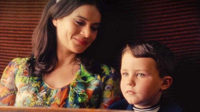 Black Mirror Bandersnatch Young Stefan Dies Train Mom Ending