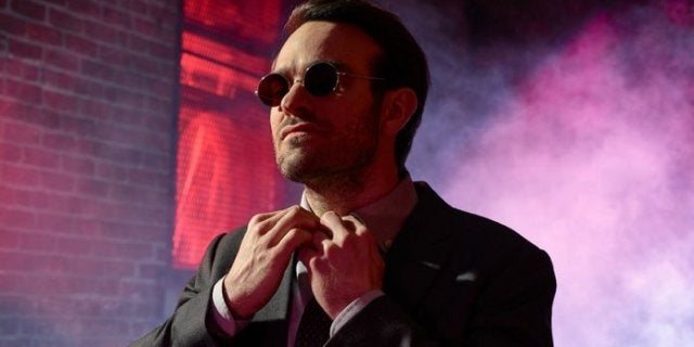 Daredevil Star Charlie Cox Sports Matt Murdock Look During Stan Lee Tribute
