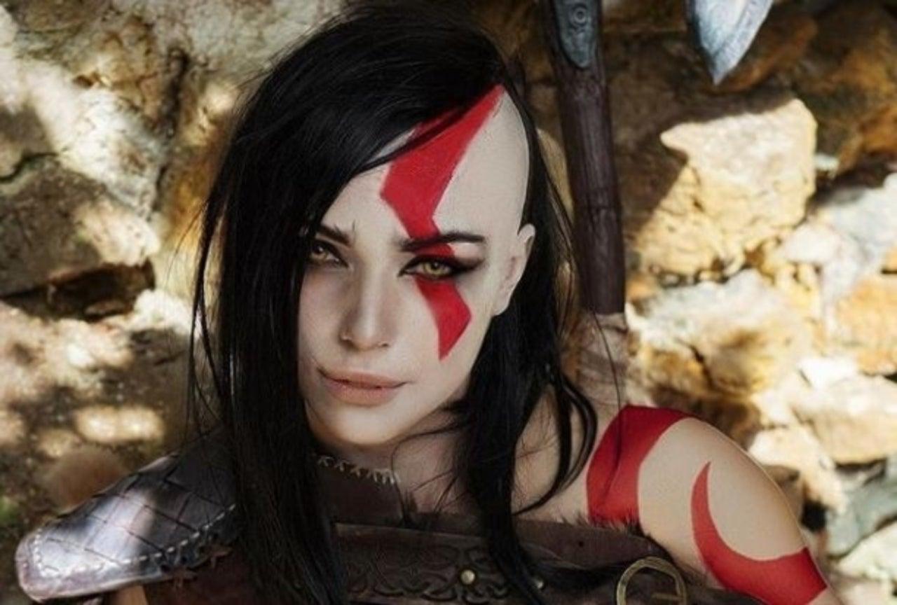 Female 'God of War' Cosplayer Is Fierce With Her Kratos Genderbend Cosplay
