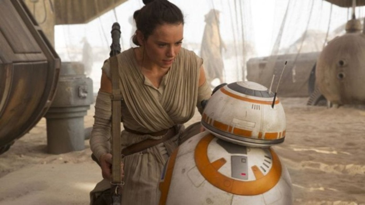 Star Wars: J.J. Abrams Addresses Fan Comments About 'The Force Awakens' Feeling to Similar to 'A New Hope'