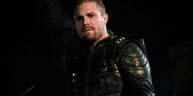 """""""Crisis on Infinite Earths"""": Stephen Amell to Play Multiple Versions of Oliver Queen"""