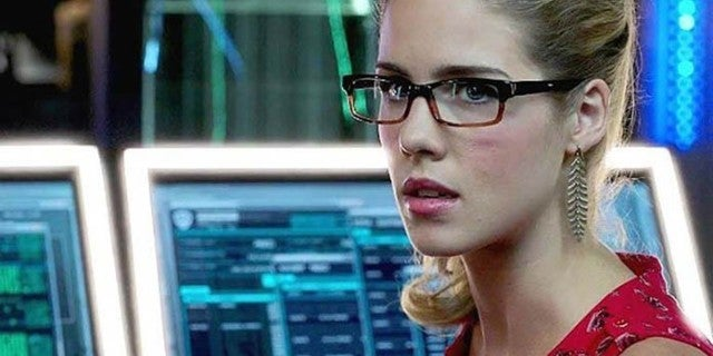 felicity emily bett rickards arrow
